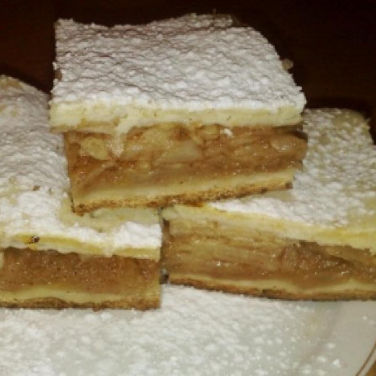 Ezen a képen: Gluténmentes almás-fahéjas pite