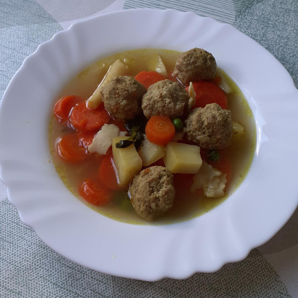 Zöldségleves húsgombóccal