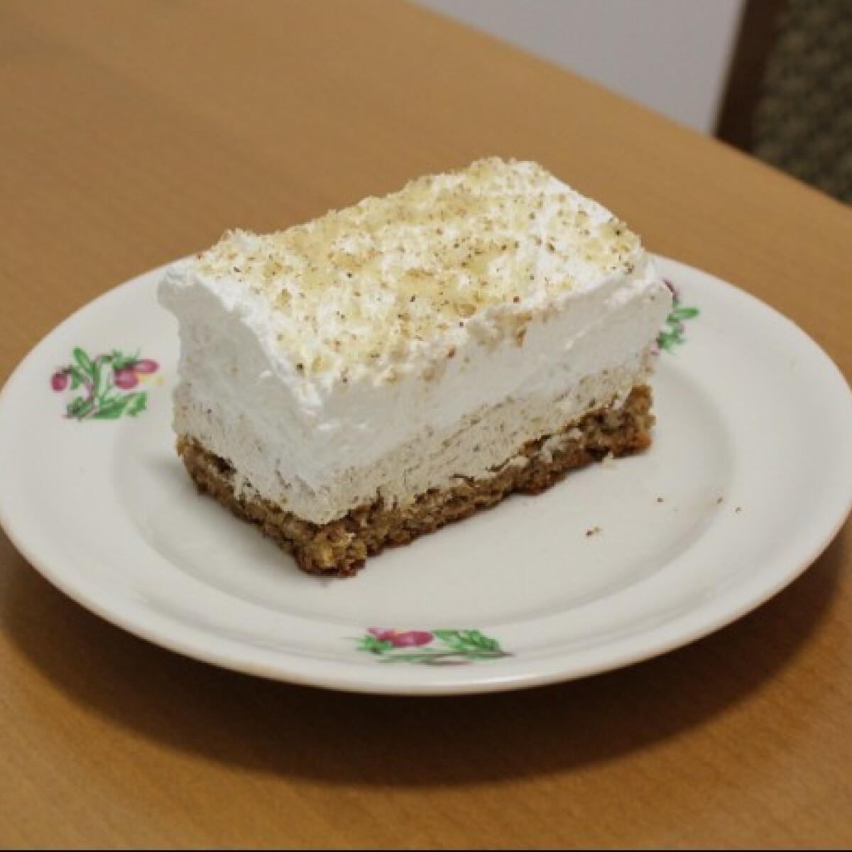 Ezen a képen: Habos diós sütemény Magdolna konyhájából