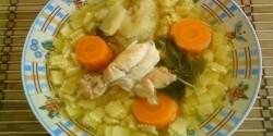 Csirkefarhátleves eperlevél tésztával