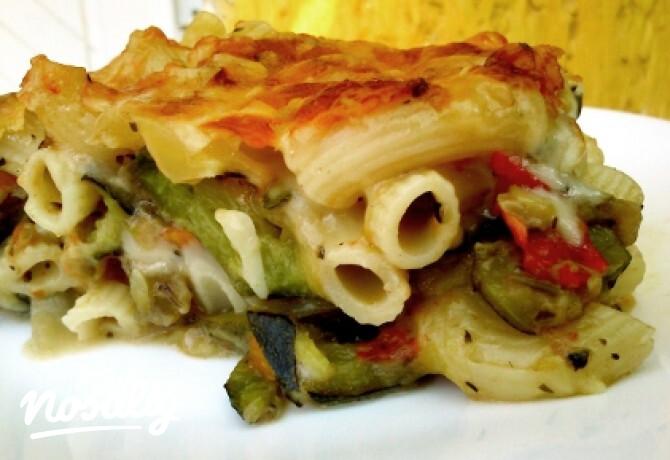 Ezen a képen: Sajtos-zöldséges rakott tészta