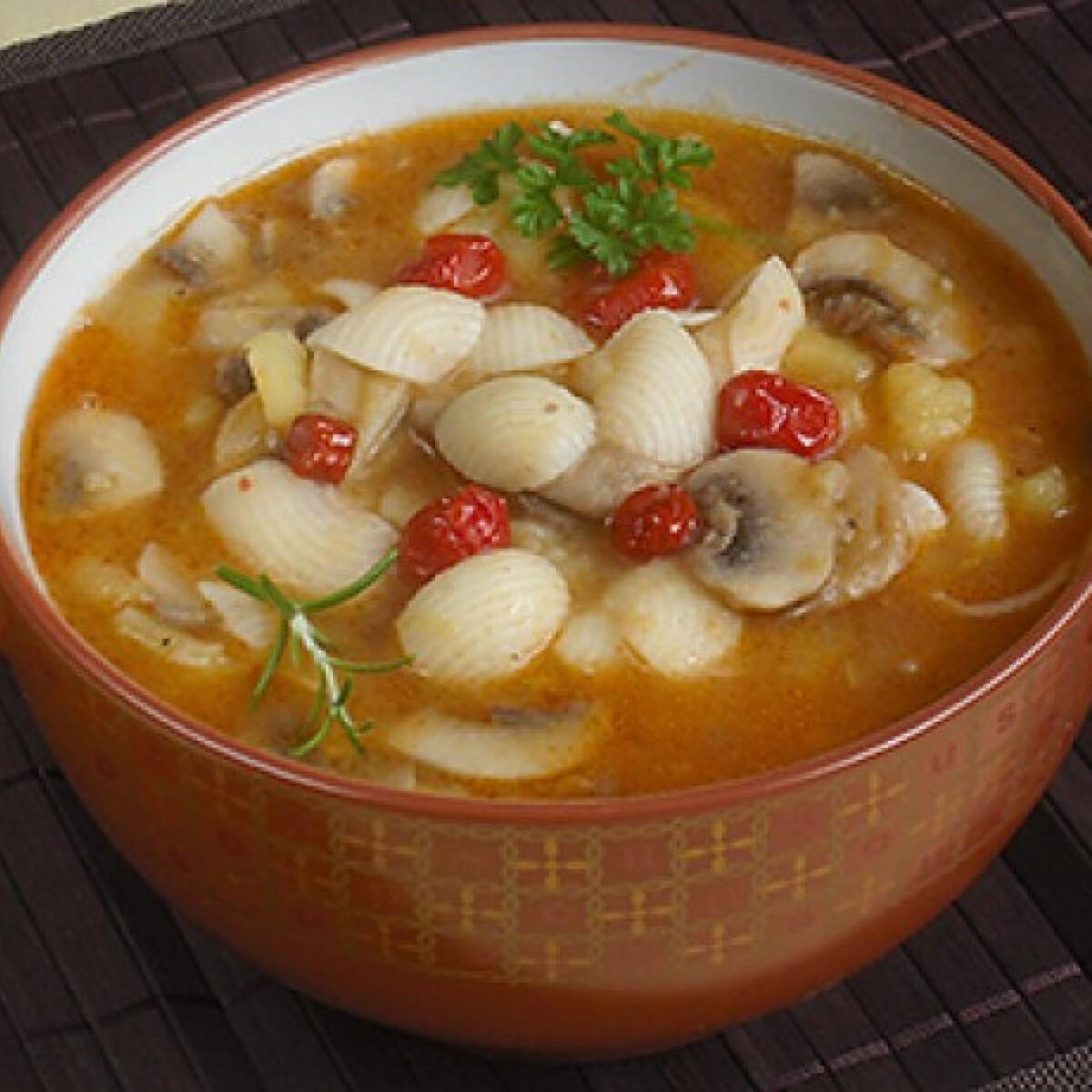 Gombaragu krumplival és tésztával