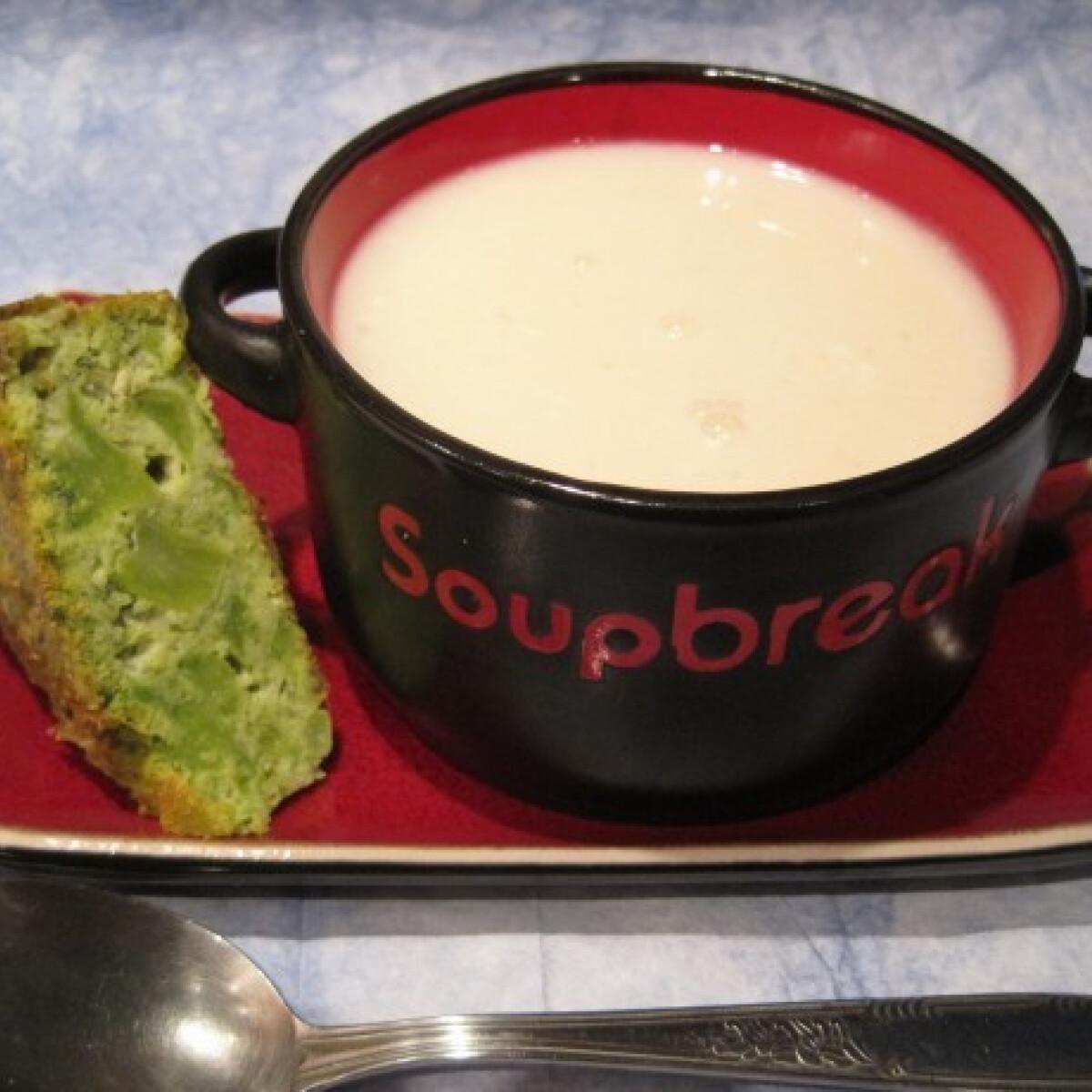 Ezen a képen: Karfiolkrémleves Katharosz konyhájából