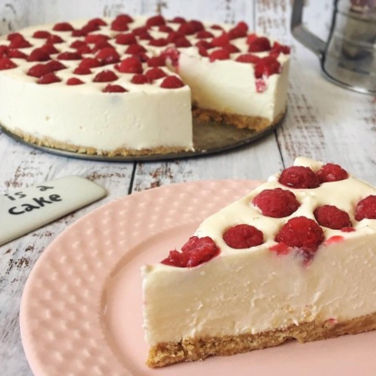 Ezen a képen: Fehércsokoládés-sajttorta sütés nélkül
