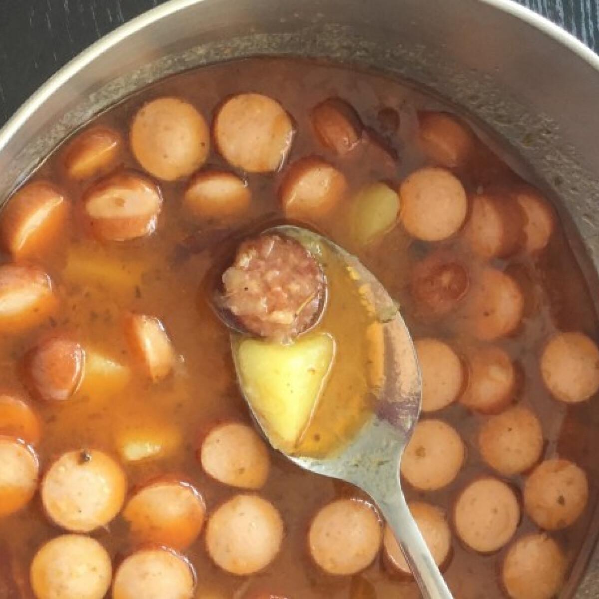 Ezen a képen: Paprikás krumpli 1 kamionos csajtól