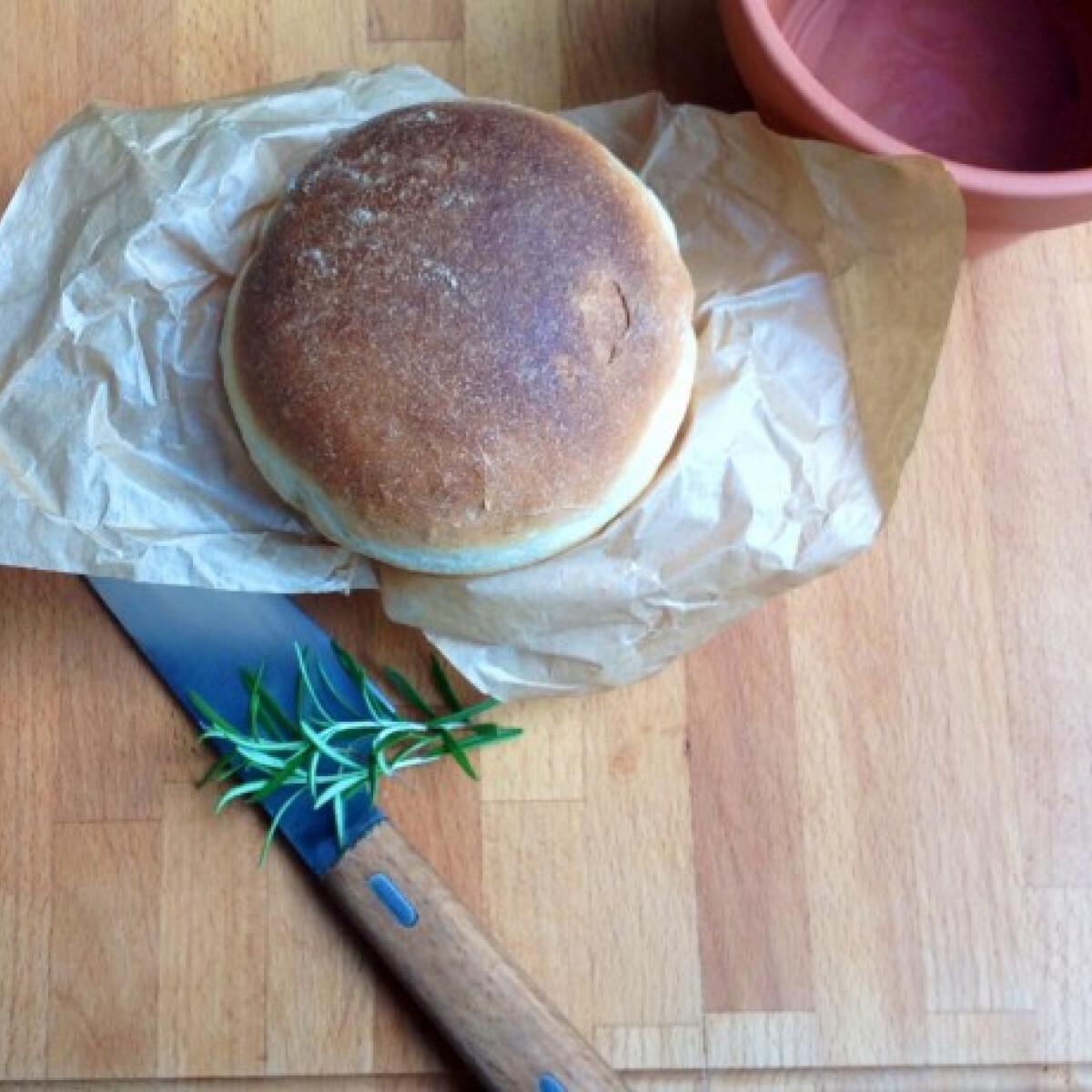 Ezen a képen: Rozmaringos kenyér cserépben