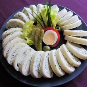 Zöldfűszeres sajttekercs