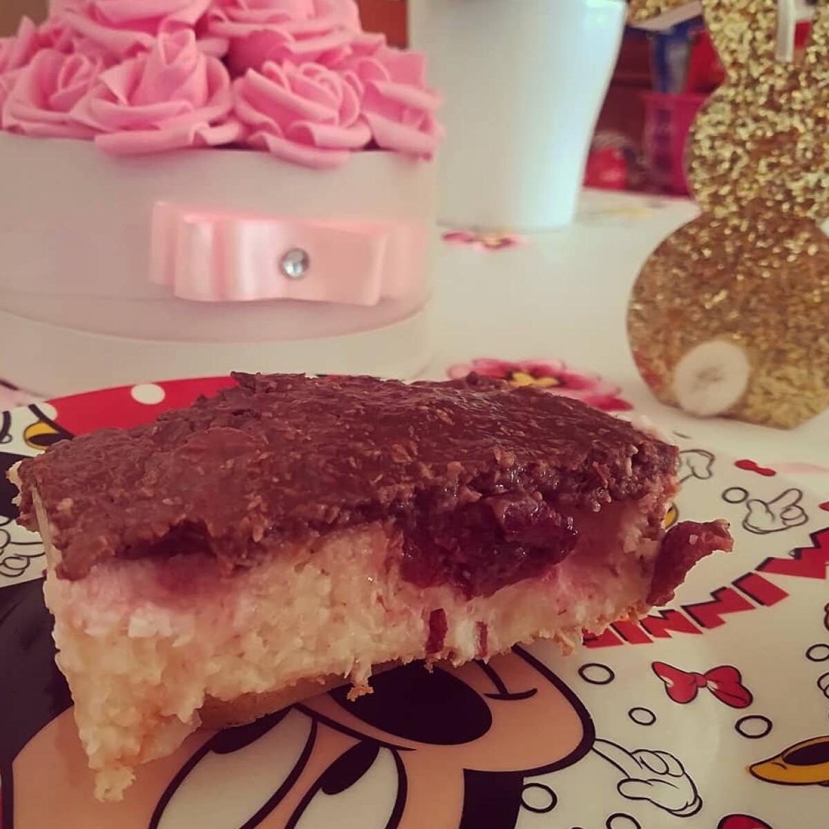 Ezen a képen: Meggyes-kókuszos tejbegríz szelet, sütés nélkül
