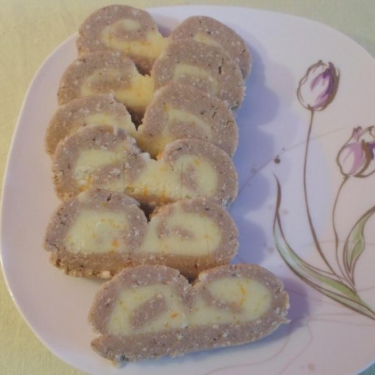 Ezen a képen: Gesztenyés-narancsos tekercs