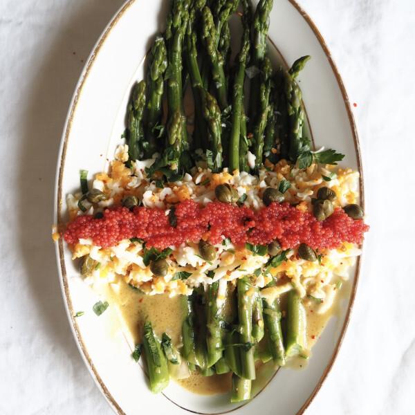 spargamimoza-kapribogyoval-es-kaviarral-asparagus-mimosa