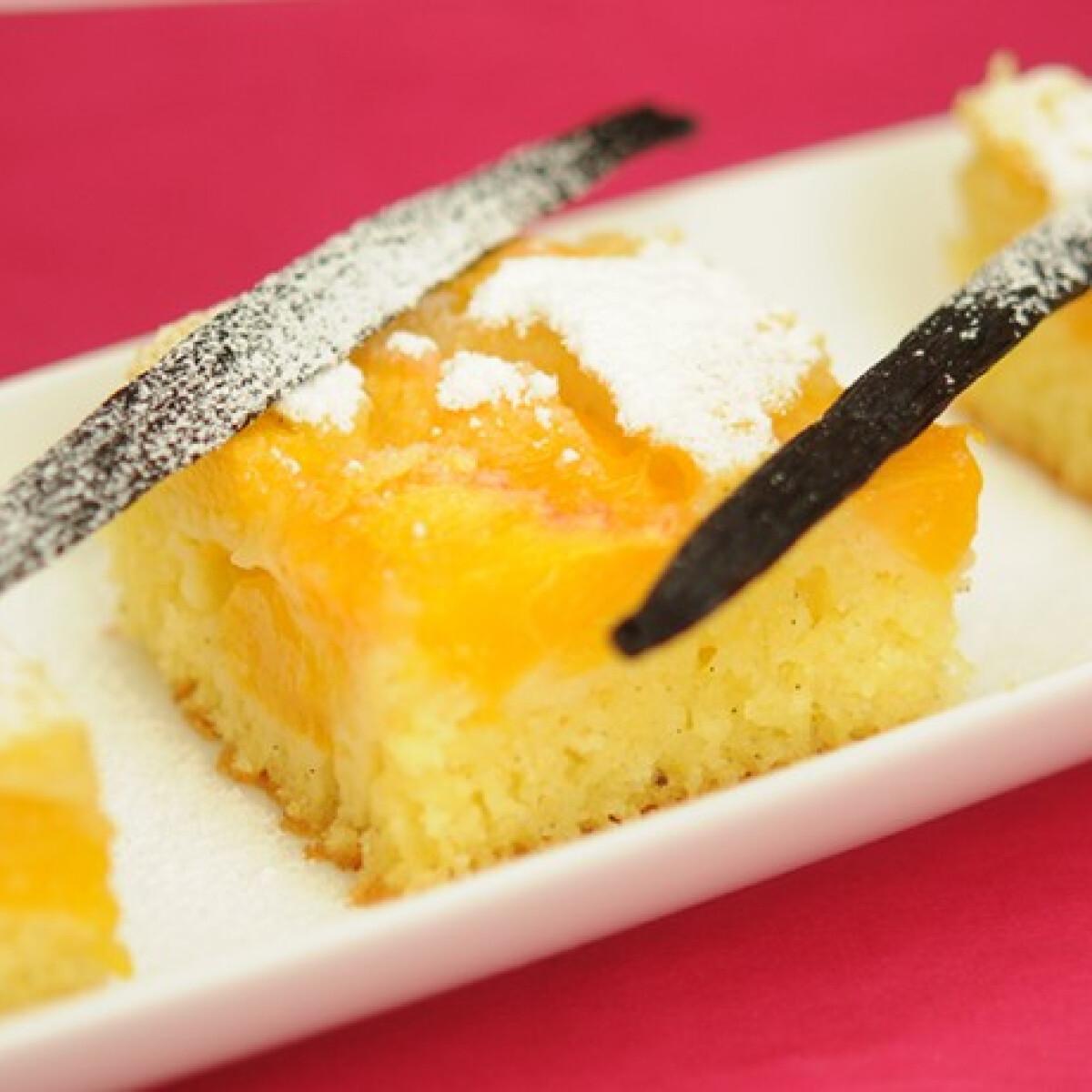 Ezen a képen: Grízes őszibarackos süti
