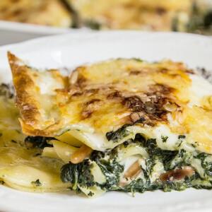 Spenótos kéksajtos lasagne