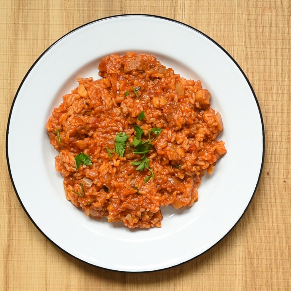 Ezen a képen: Egyszerű bácskai rizses hús