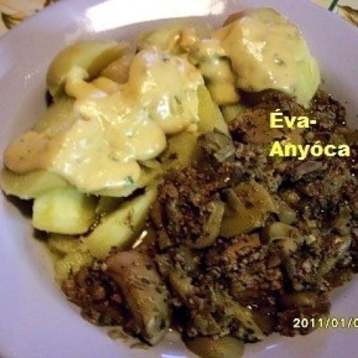 Ezen a képen: Hétköznapi bolognai Éva-Anyóca módra