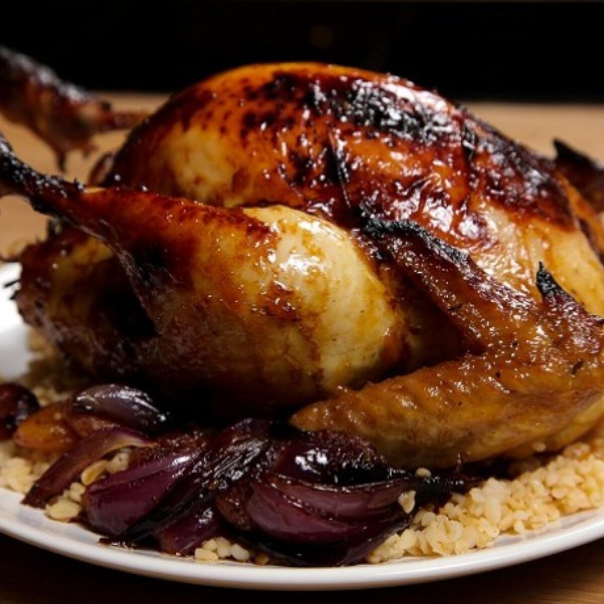 Ezen a képen: Sárgabarackos marokkói sült csirke bulgurral