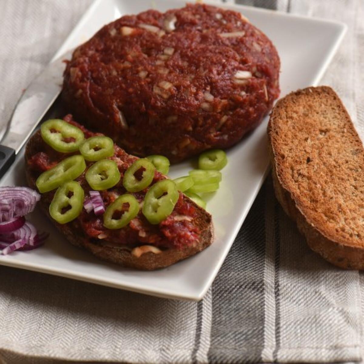 Ezen a képen: Tatár beefsteak magyarosan