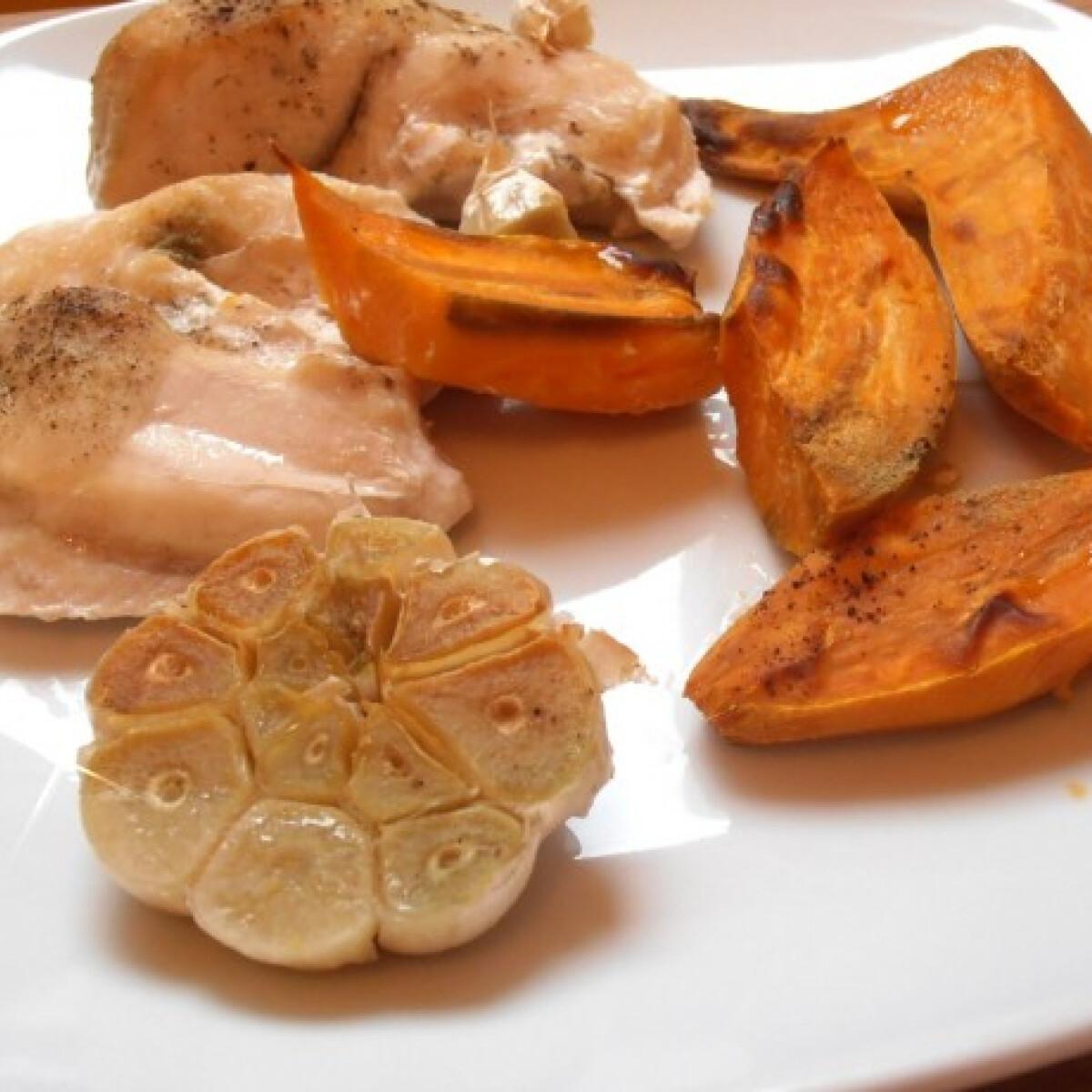 Ezen a képen: Sült csirkemell édesburgonyával