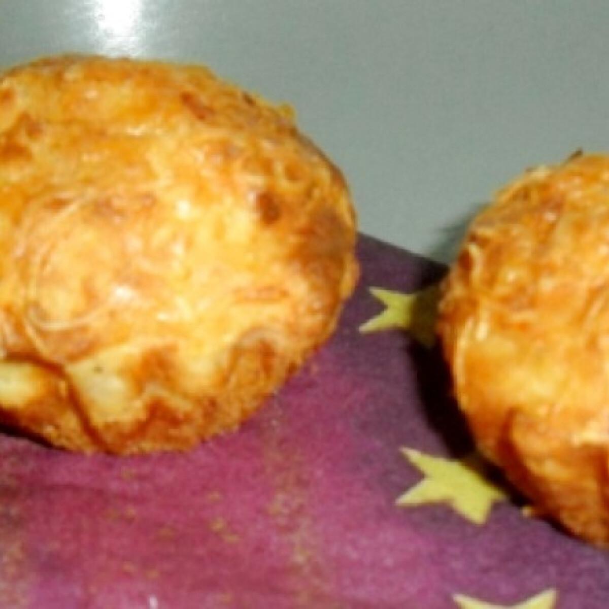 Ezen a képen: Krumplis-sajtos muffin kistücsöktől