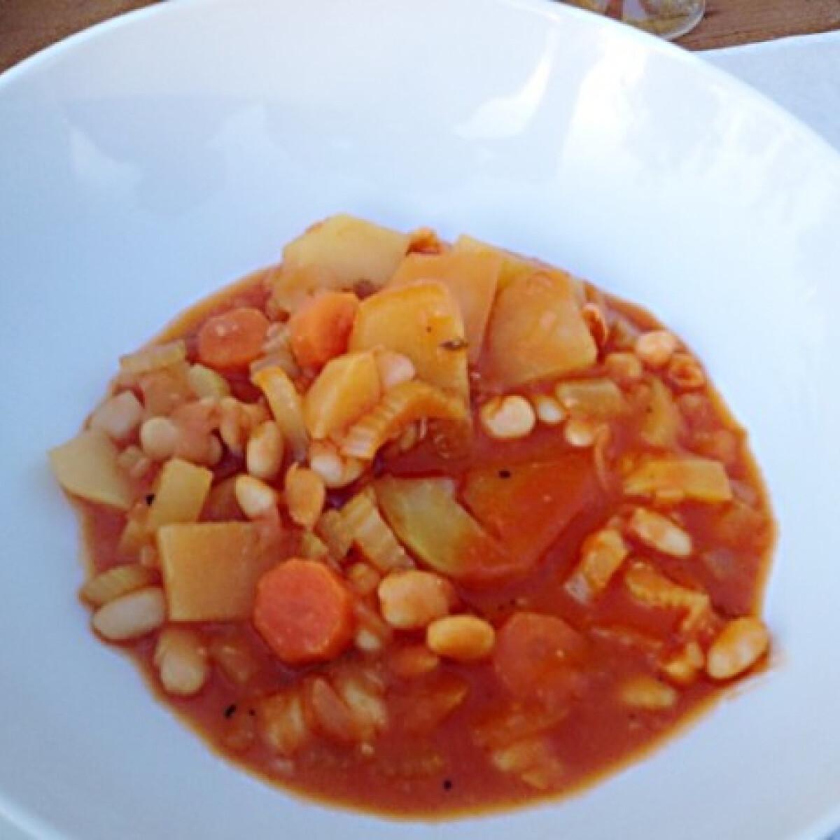 Ezen a képen: Fasolada - Görög fehérbableves