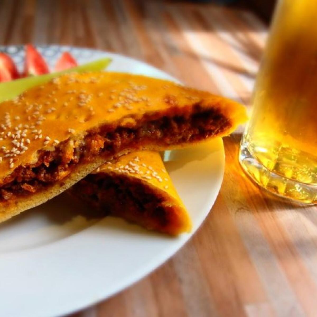 Ezen a képen: Bácskai pizza Paskó atya konyhájából