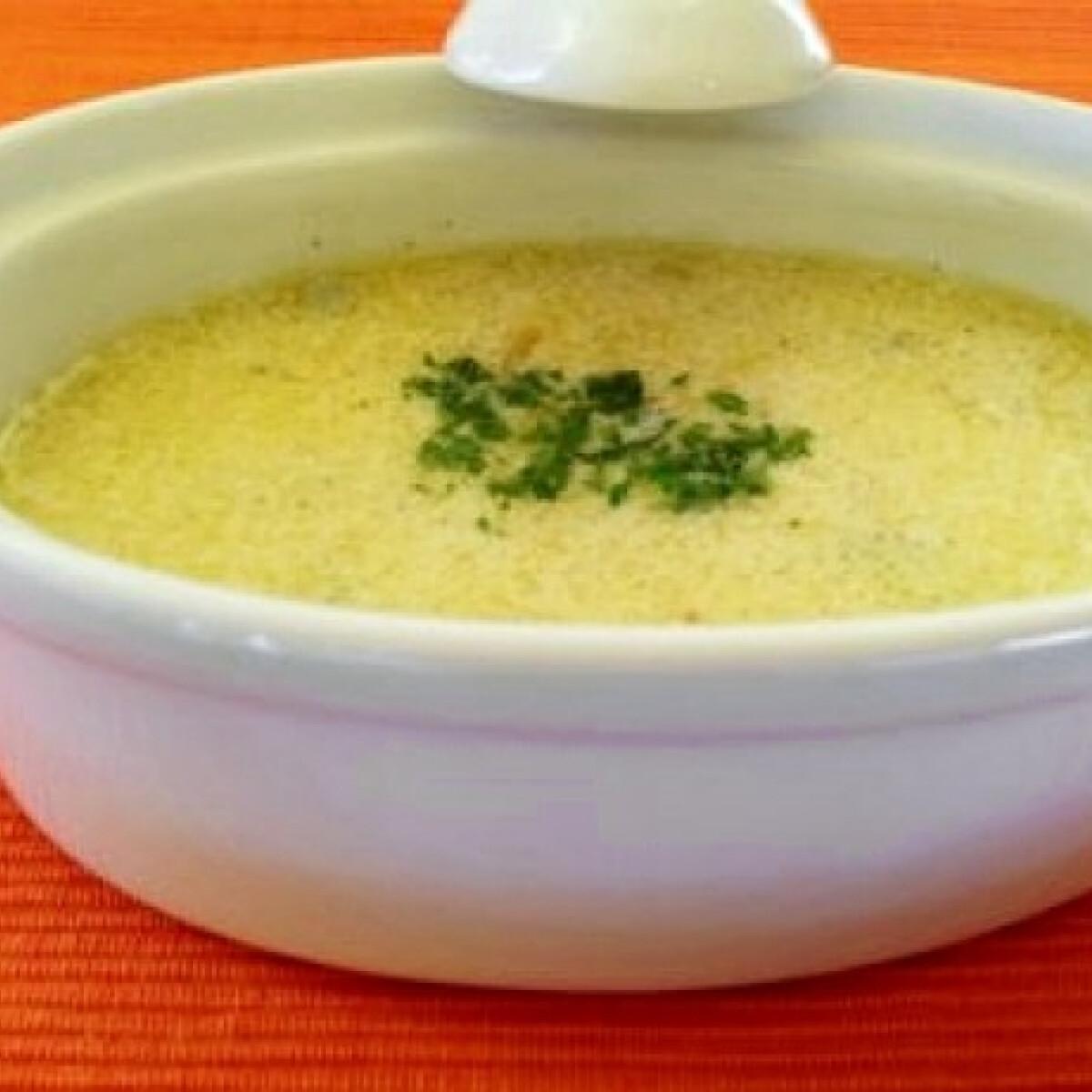 Tejszínes kéksajt leves