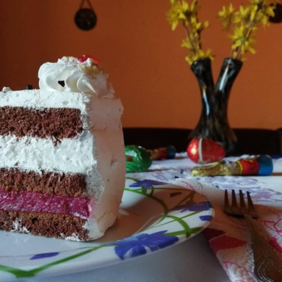 Ezen a képen: Feketeerdő-szelet Valeszka konyhájából