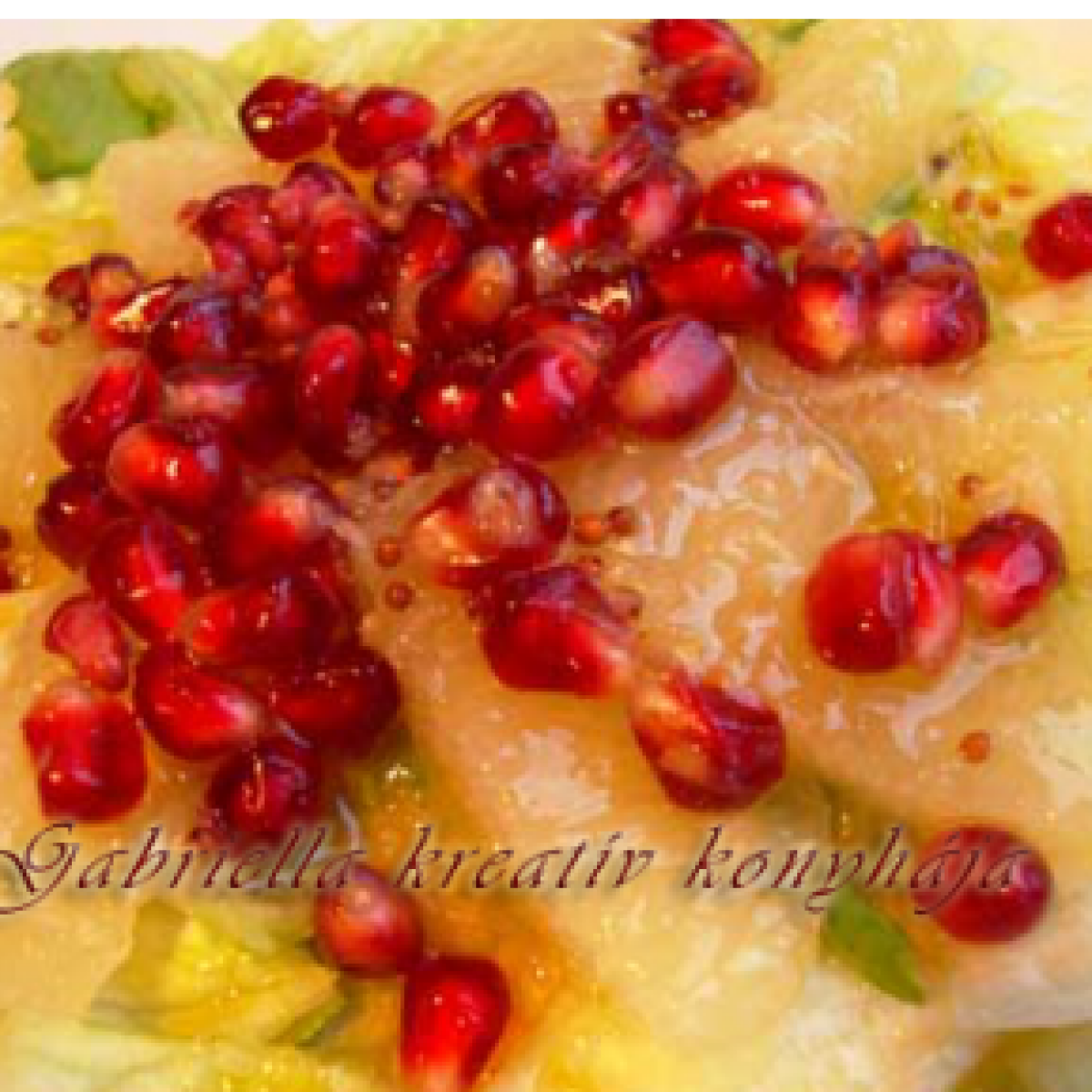 Ezen a képen: Gránátalmás - grépfrútos saláta