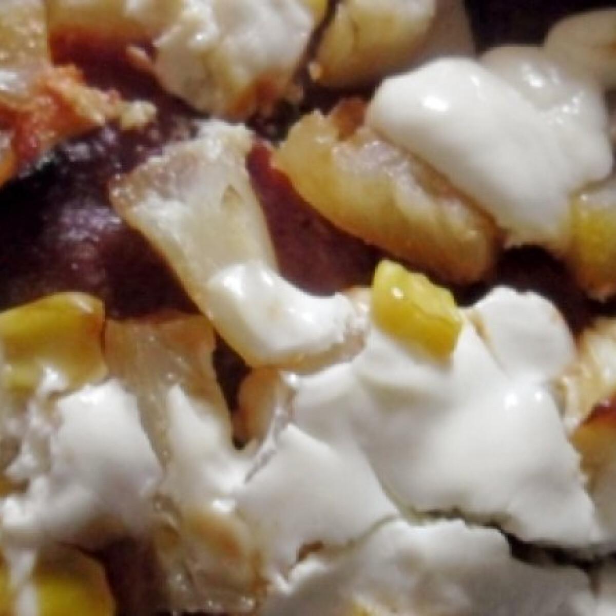 Ezen a képen: Ananászos pizza