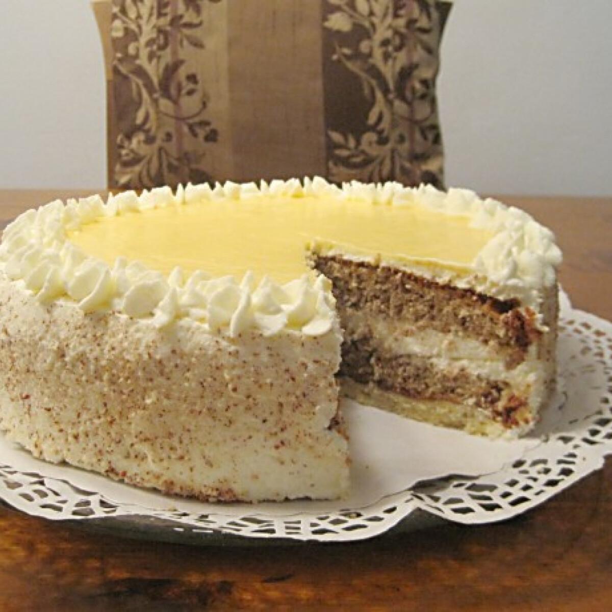 Ezen a képen: Tojáslikőr torta Éva konyhájából