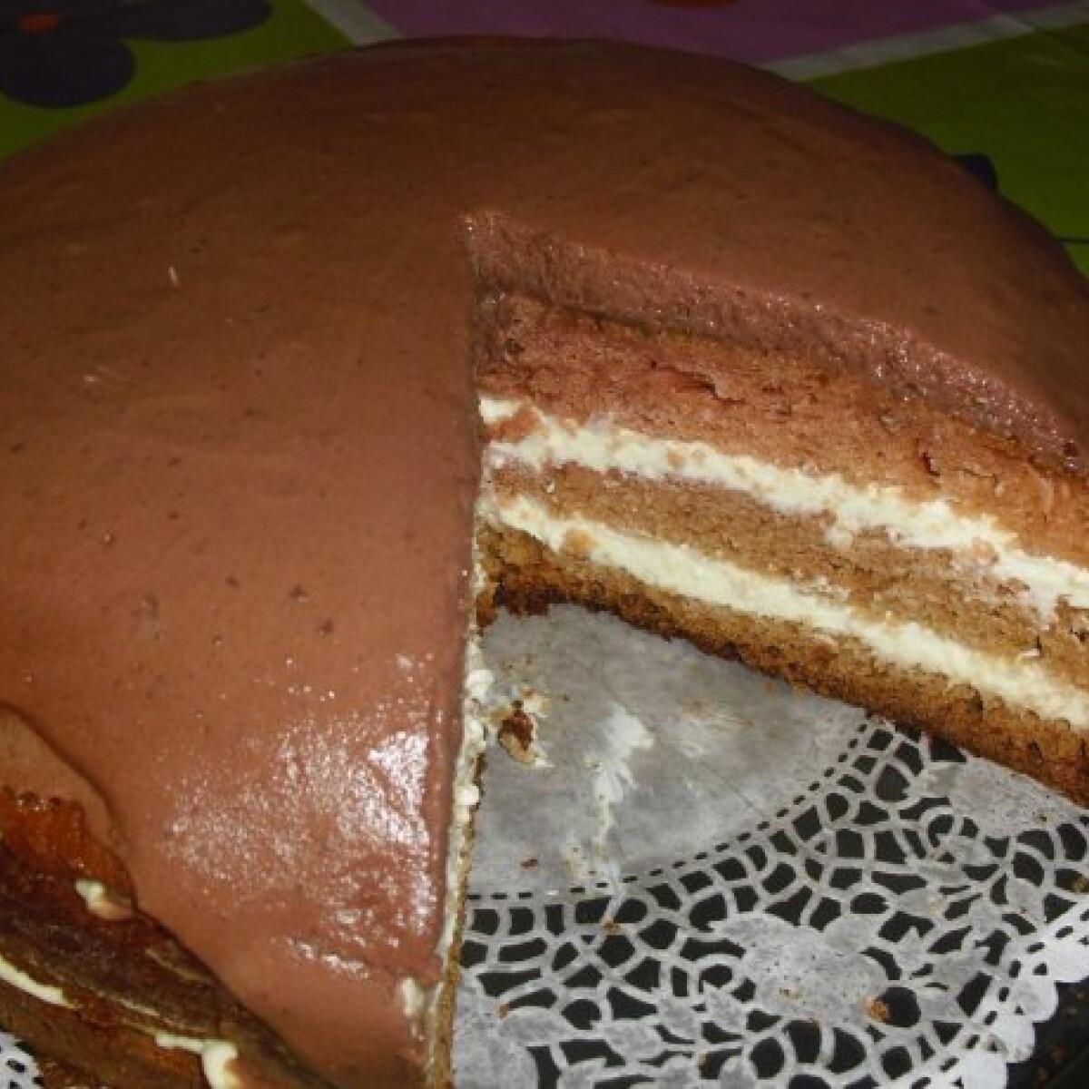 Ezen a képen: Kávés-vaníliás torta