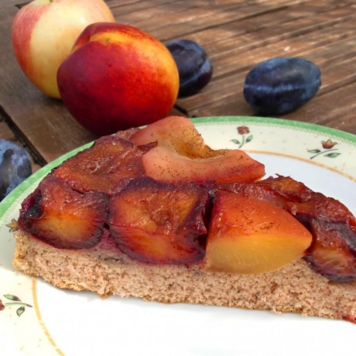 Ezen a képen: Őszi gyümölcsmentő torta hajdinalisztből
