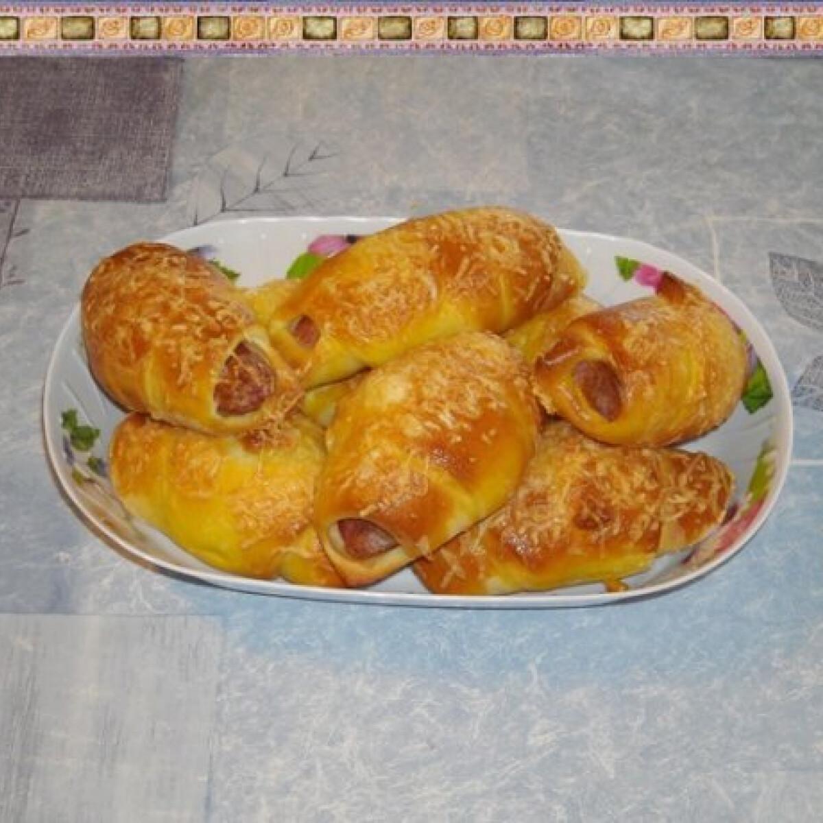 Ezen a képen: Virslis kifli Nikóka konyhájából