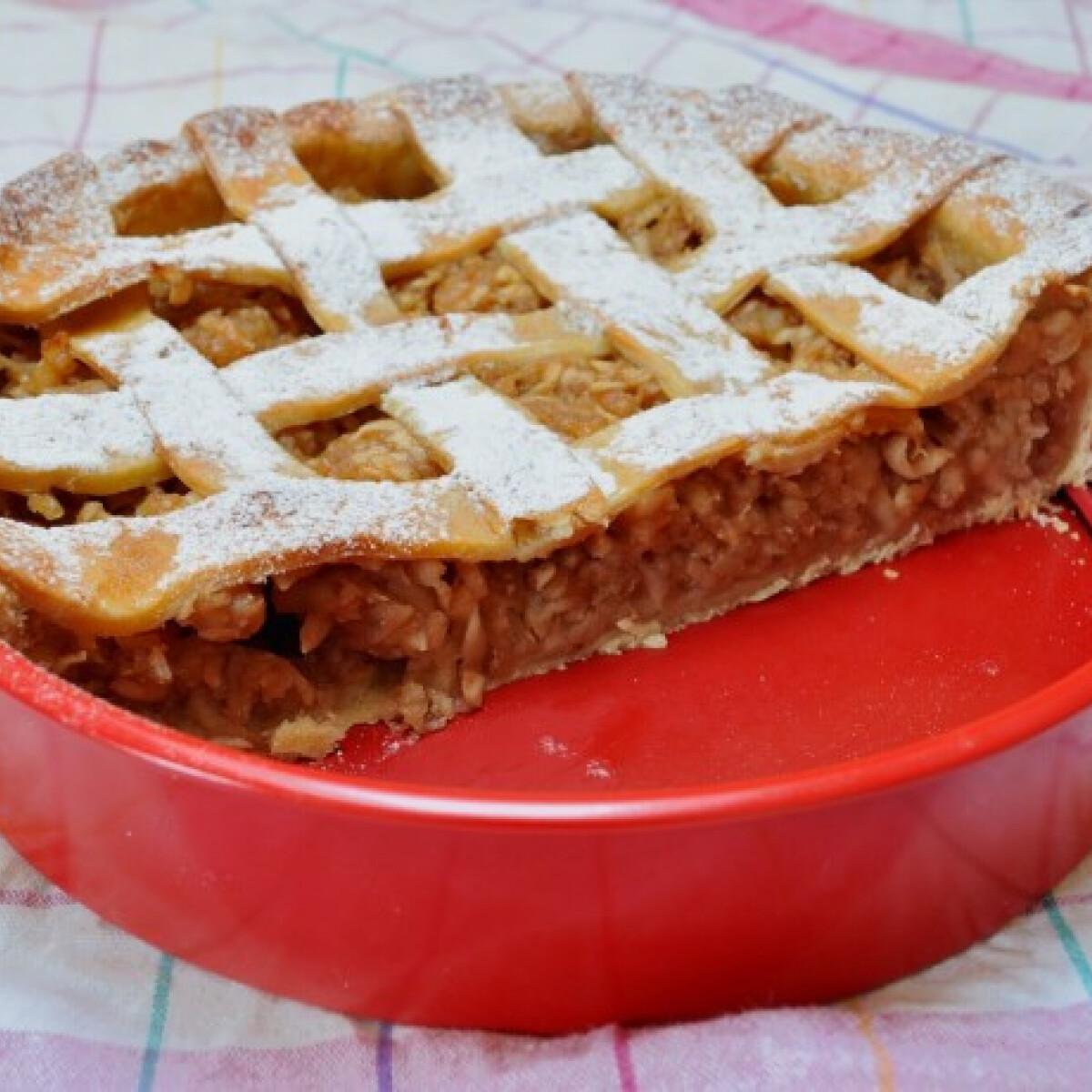Ezen a képen: Rácsos almás pite