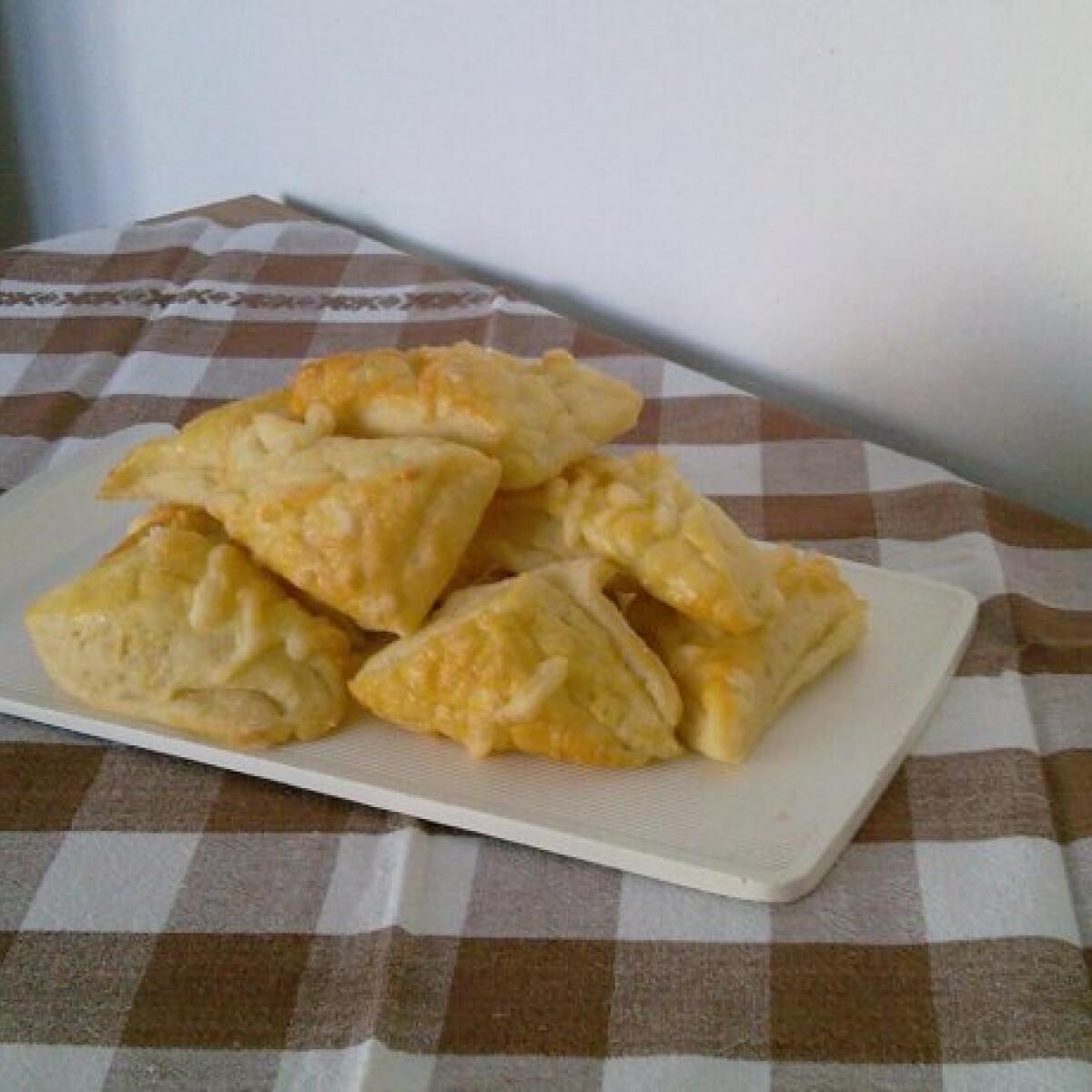 Ezen a képen: Kelt krumplis háromszögek