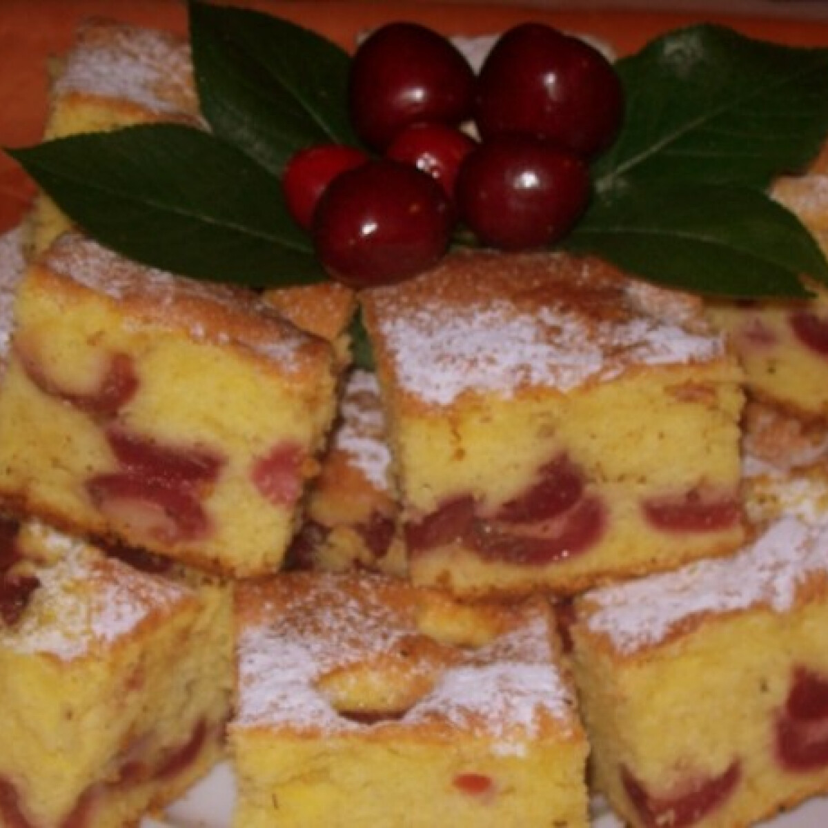 Ezen a képen: Cseresznyés pite Edit konyhájából