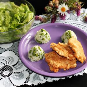 Párizsi bundában sült csirkecomb ecetes salátával
