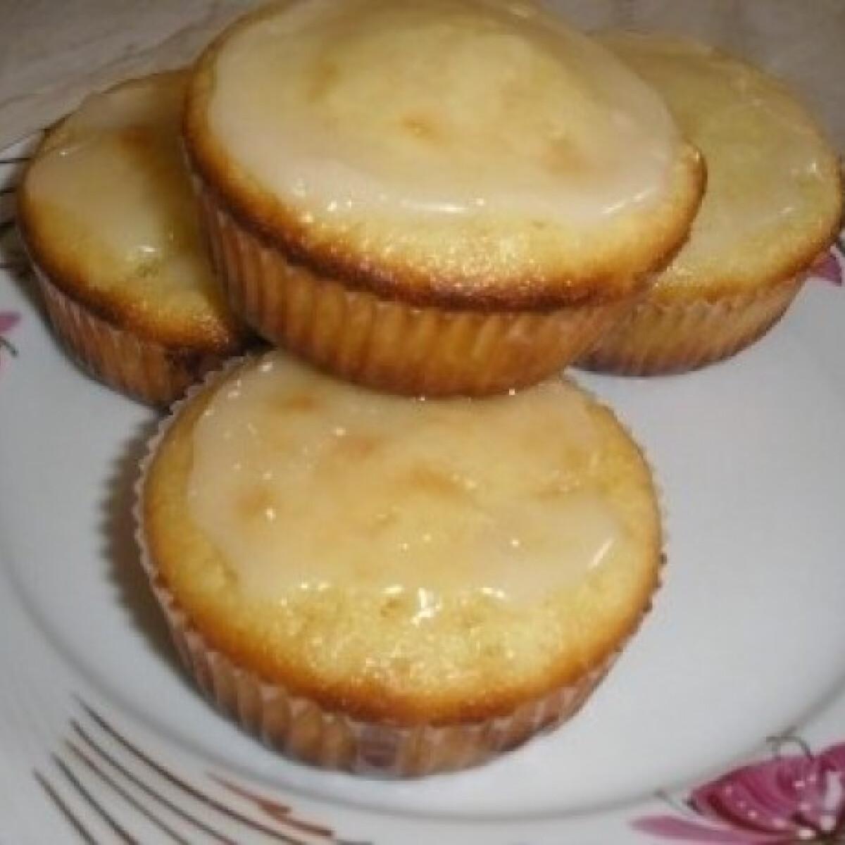 Ezen a képen: Körtés muffin marcipánmázzal