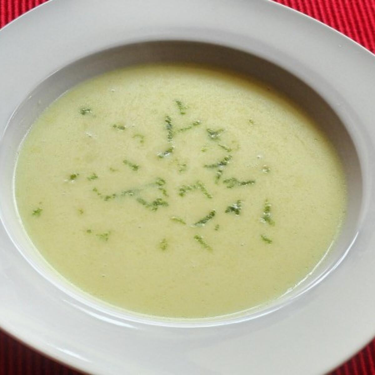 Ezen a képen: Fenyérfű leves