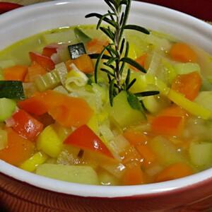 Rozmaringos zöldségleves