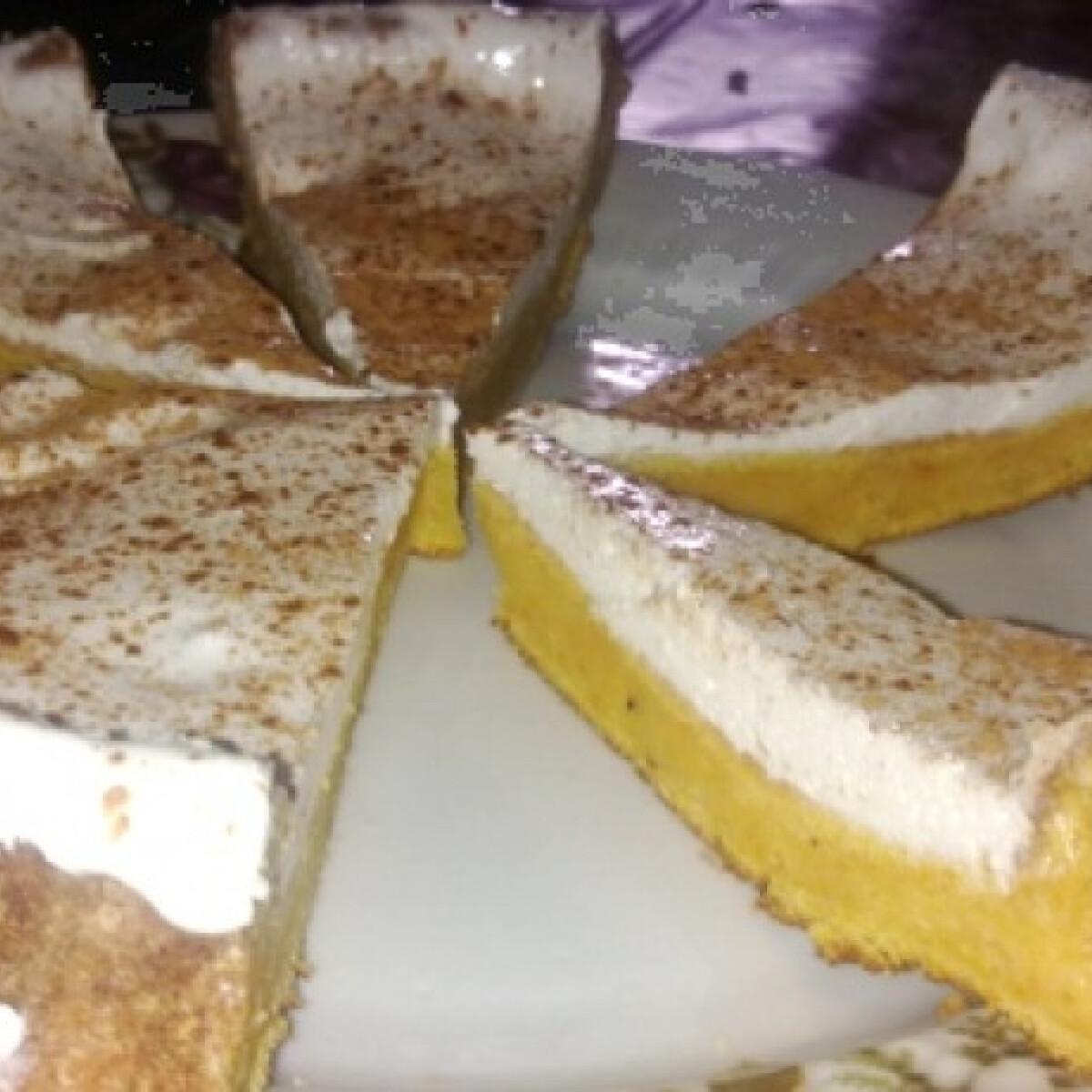 Ezen a képen: Sütőtökös-tejszínes pite