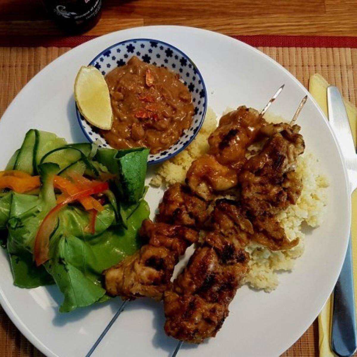 Szumátrai satay padang csirkével