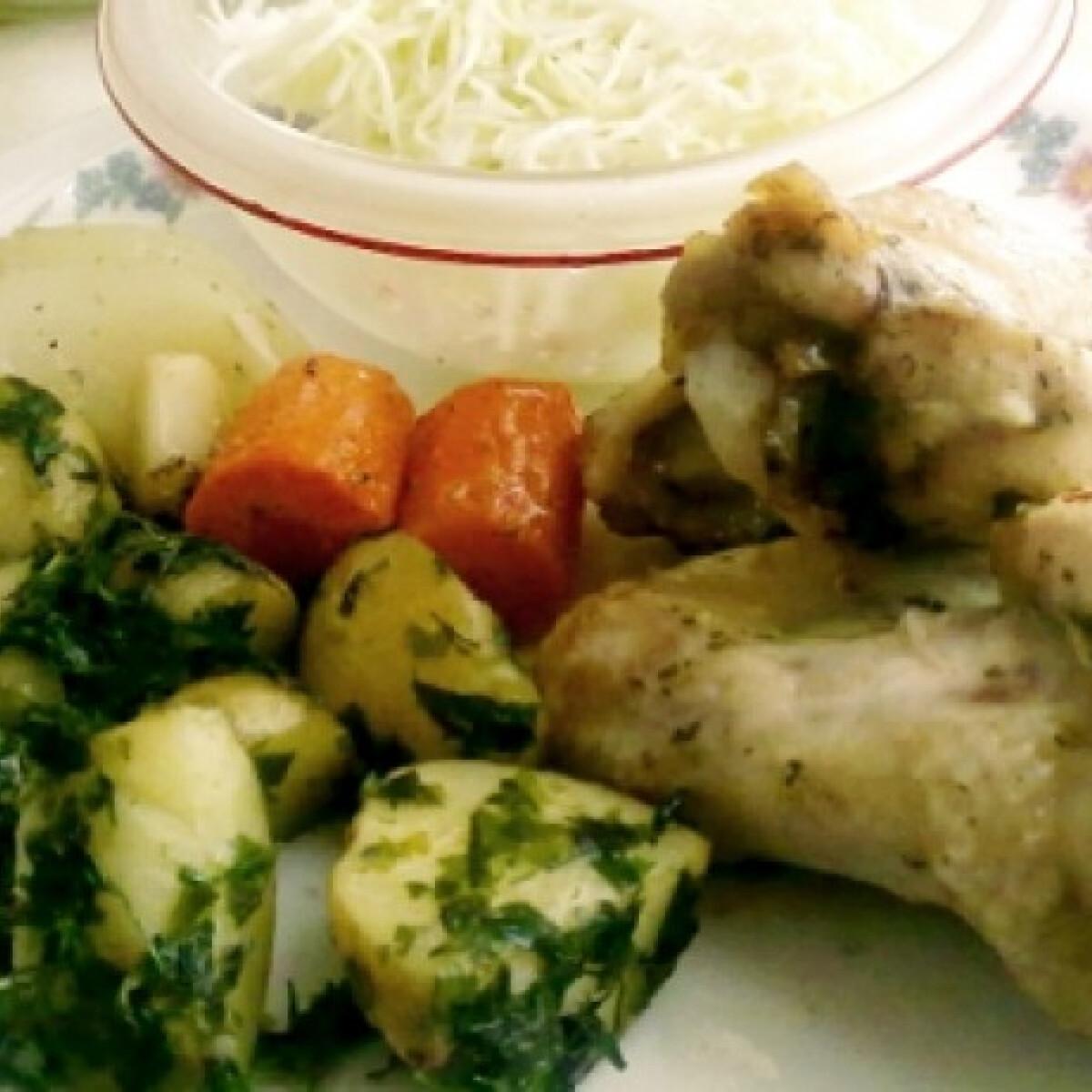 Ezen a képen: Zöldséges csirke káposztasalátával