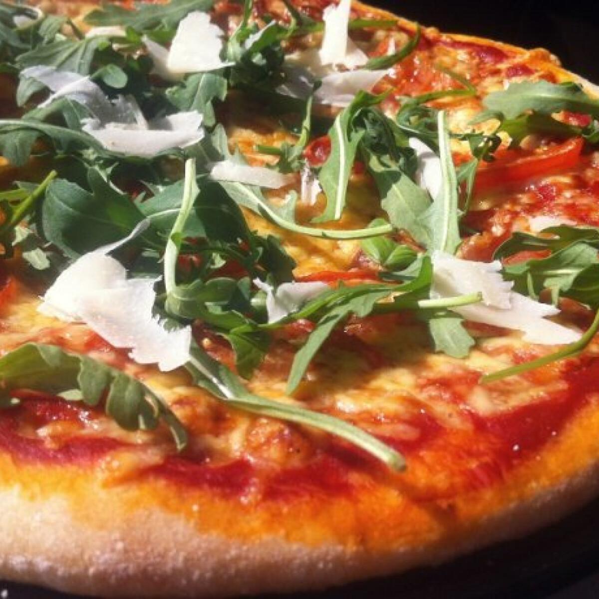 Ezen a képen: Bögrés pizzatészta búzadarával