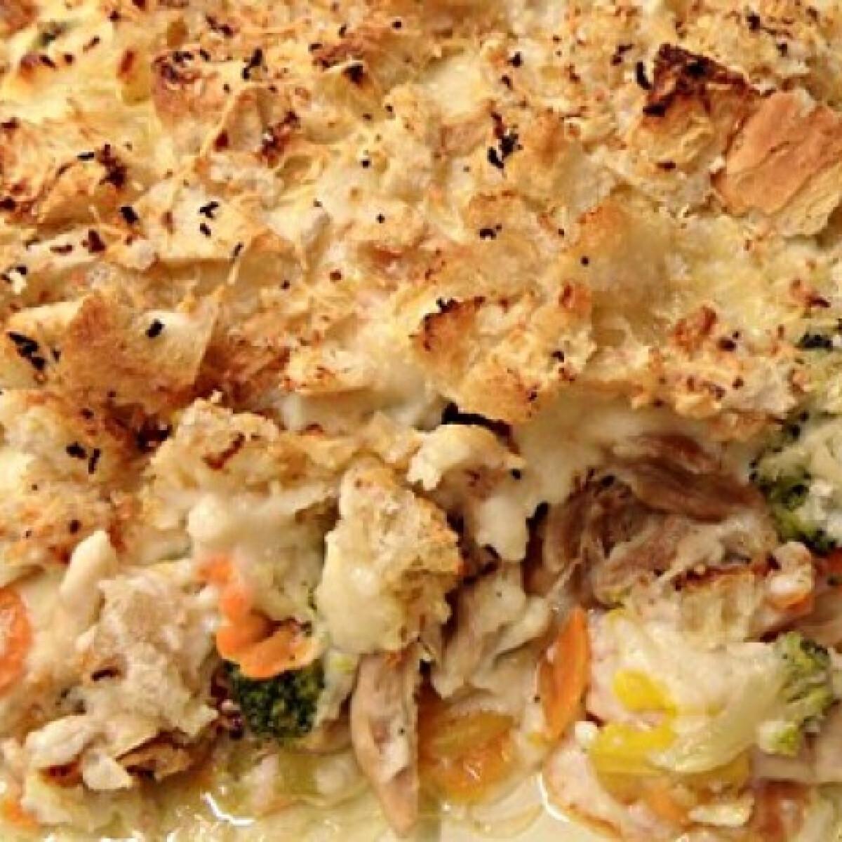 Ezen a képen: Főtt csirkehús zöldségekkel csőben sütve