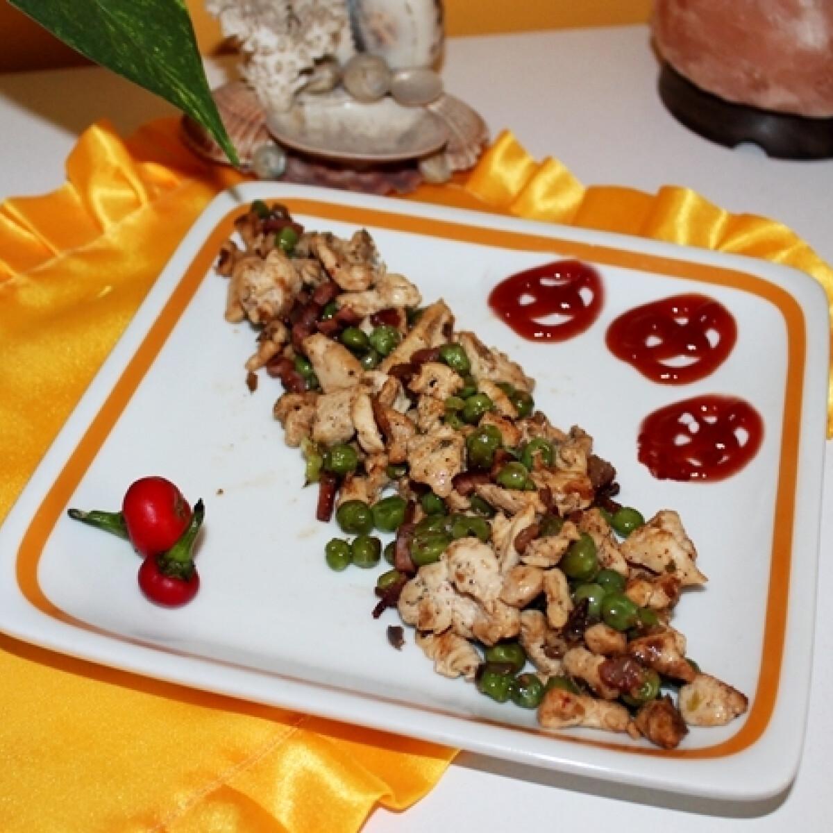 Ezen a képen: Diétás zöldborsós pulykamellragu ropogós hagymával