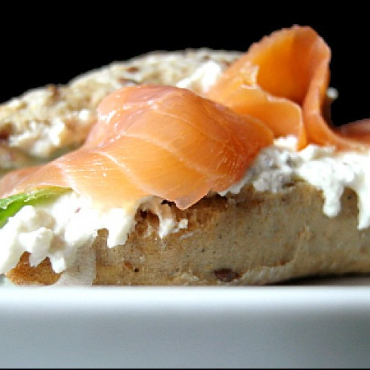 Ezen a képen: Lazac szendvics tormás túrókrémmel