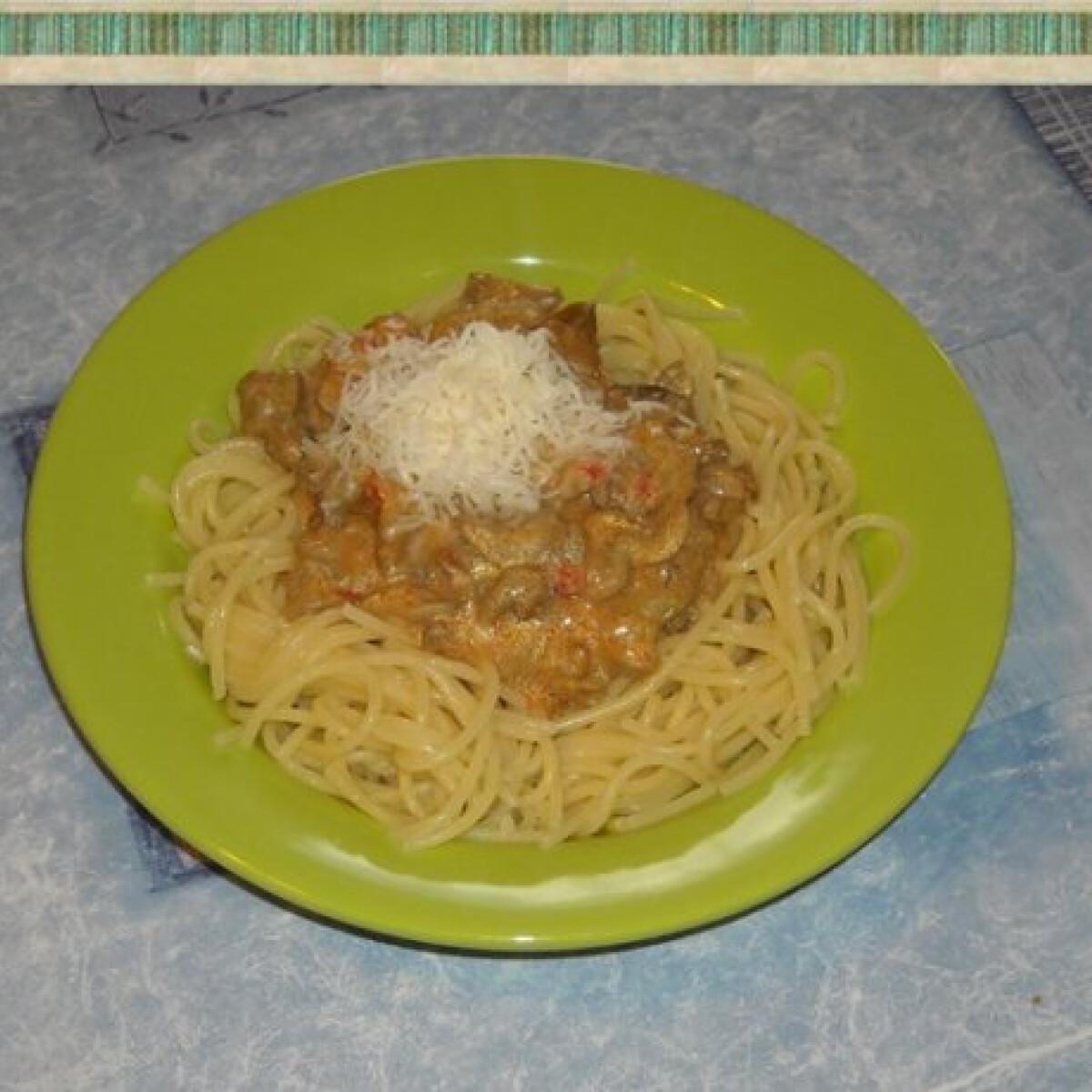 Ezen a képen: Csirkemájas spagetti