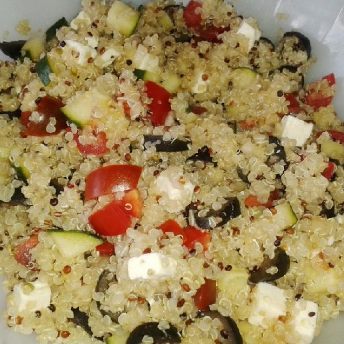 Ezen a képen: Mediterrán quinoa saláta