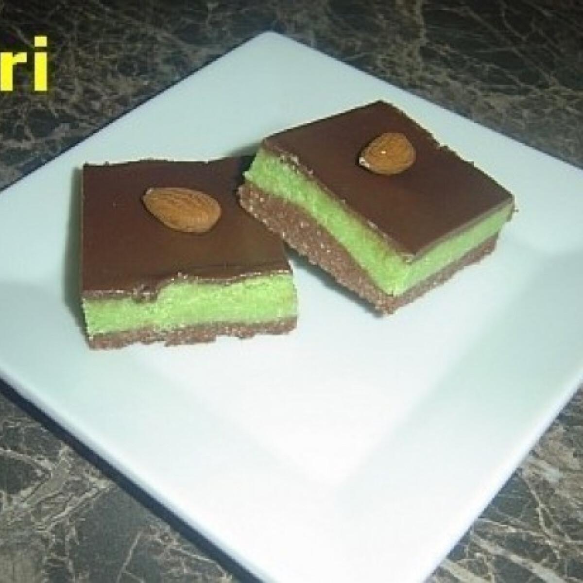 Mandulás-kekszes süti csokifedővel