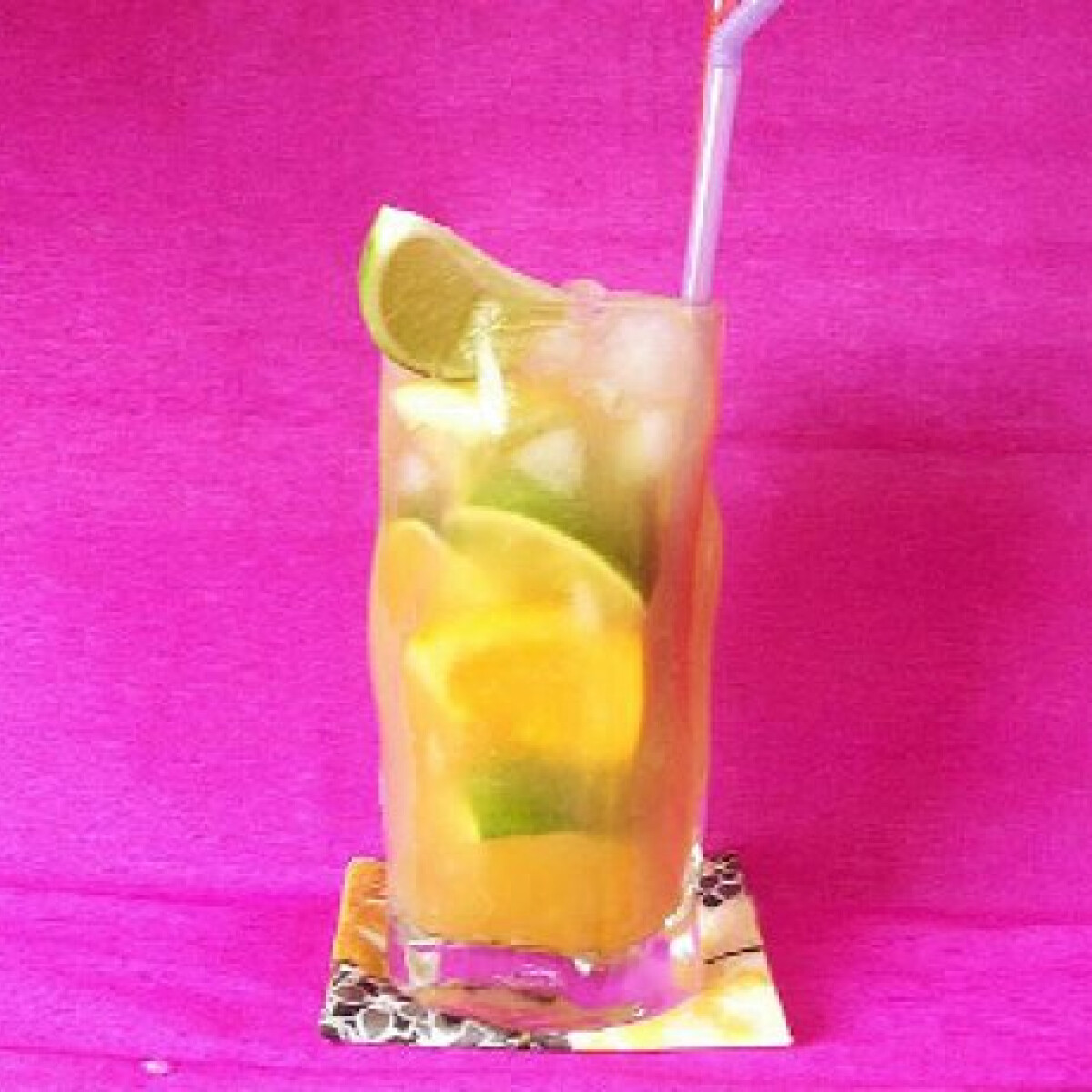 Ezen a képen: Limonádé friss narancslével